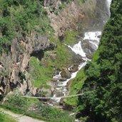 Am unteren Ende des Wasserfalls (135 m)