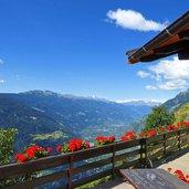 1373365541D-0840-dorf-tirol-mut-gasthaus-steinegg-ausblick-vinschgau.jpg