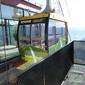 1392740002D-8691-bergstation-seilbahn-verdins-tall.jpg