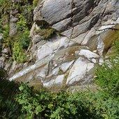 D-1097-wasser-geschliffene-steine.jpg