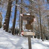 D-3136-wegweiser-wanderwege-winter-vigiljoch.jpg
