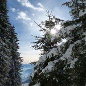 D-3190-winter-sonne-schnee-vigiljoch-talblick.jpg