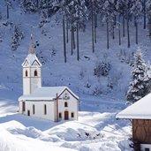D-4011-winter-in-walten-wans-wannserhof-st-johann-von-nepomuk-kapelle.jpg
