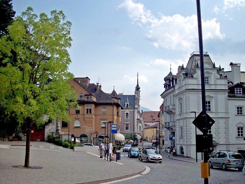 Brunnenplatz in Obermais